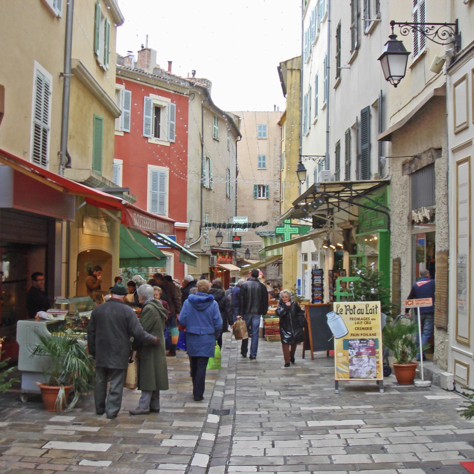 rue massillon vieille ville hyeres